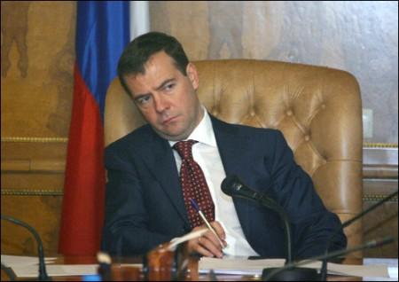Медведев принял решение зыкрыть Дом-2?