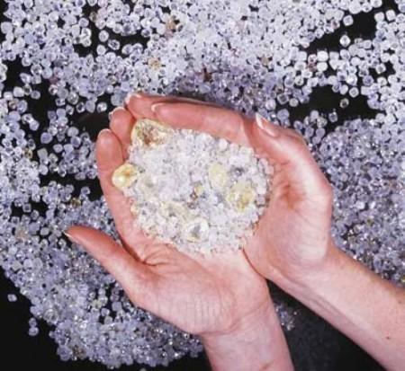 Женя Феофилактова обиделась на своего жениха за то, что на его обручальном кольце больше бриллиантов
