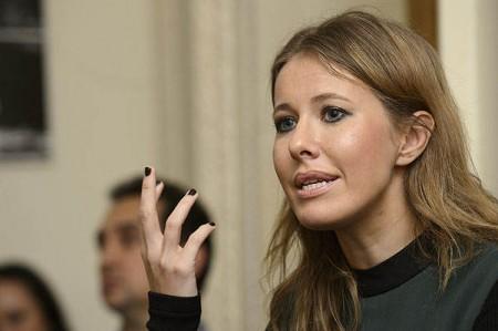 Депутат Людмила Нарусова  пиарится за счет родной дочери, Ксении Собчак!