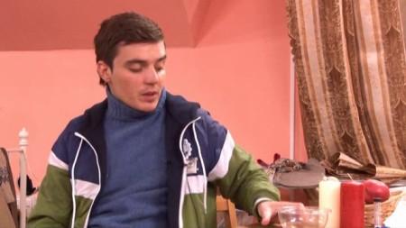 Пьяный Женя Кузин потерял на детской площадке своего сына!
