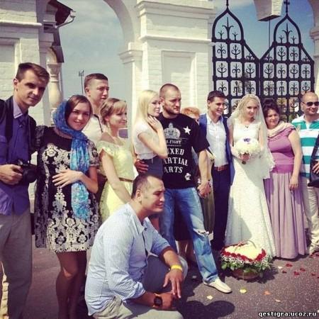 Даша и Сергей Пынзари не пригласили на венчание своих лучших друзей Антона и Женю Гусевых?