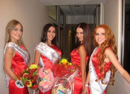 Новенькая-Дарья-в-конкурсе-Мисс-Красноярск-2011-5