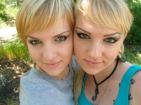 Кира Квинт с сестрой-близнецом Алисой