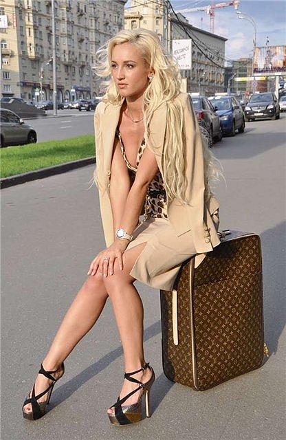 Ольга Бузова на чемоданах