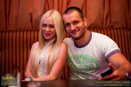 Юля и Леша после проекта в караоке у Тиграна