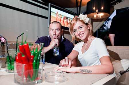 Михаил Терехин и Ксения Бородина продают «Терем на двоих»