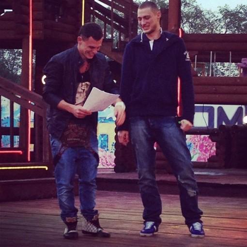 Задойнов и Барзиков уже на доме 2. Фото с поляны.