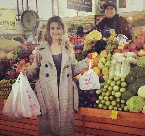 Виктория Боня на рынке