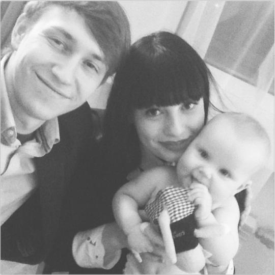 Нелли Ермолаева с будущим мужем и крестницей Миланой