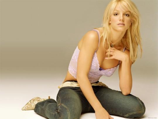 Бритни Спирс стала брюнеткой.