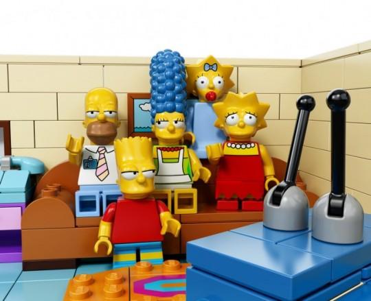 The-Simpsons-House-LEGO-15-650x529