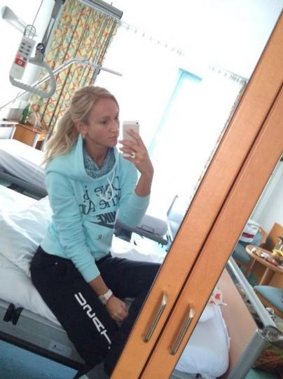 Бузова навестила мужа в больнице и даже зеркало нашла
