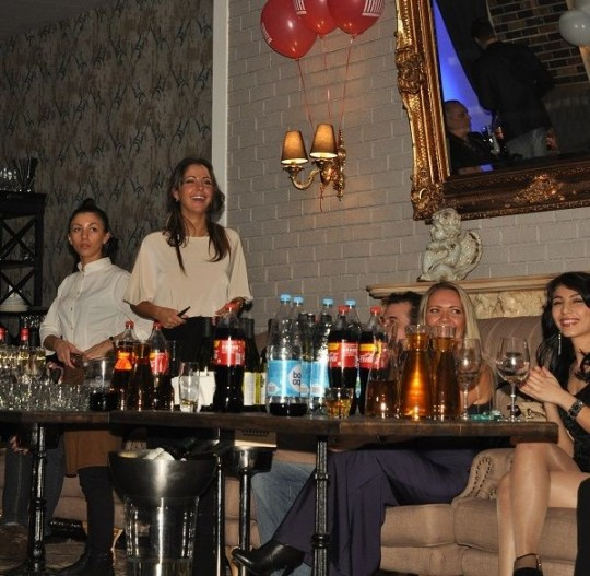 Жаркие фото с очередной вечеринки Елены Берковой