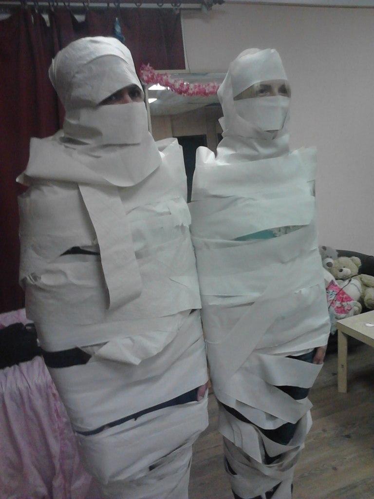 Валера и Анна в роли мумий