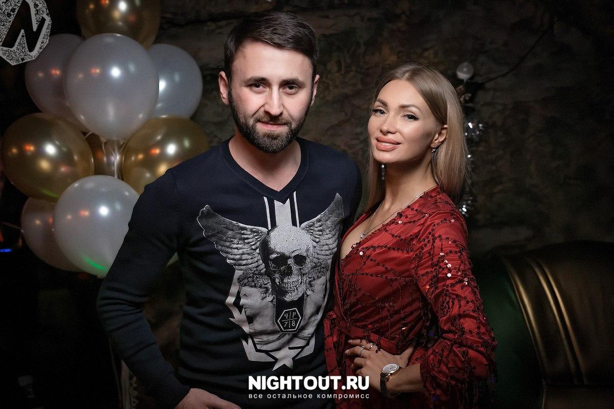 Женя Феофилактова на открытии караоке