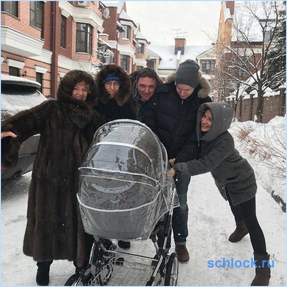 Ксения Собчак буквально светится после родов
