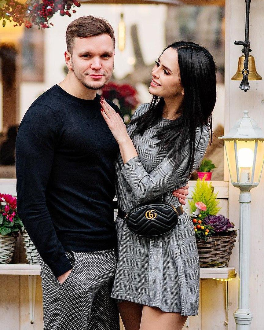 Виктория романец и ее муж антон фото