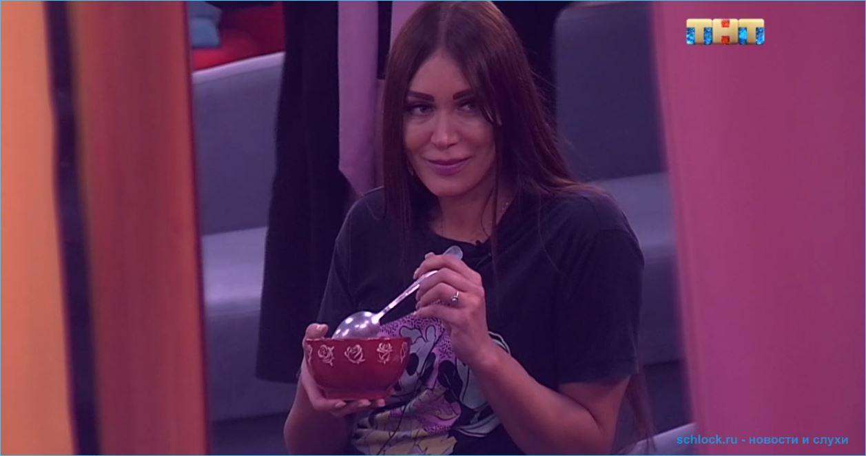 Титулованной модели Наталье Шароновой приходится готовить для участников дома 2