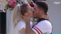 Выяснилось, что свадьбе Марины Африкантовой и Романа Капаклы быть в срок, утверждает Татьяна Владимировна