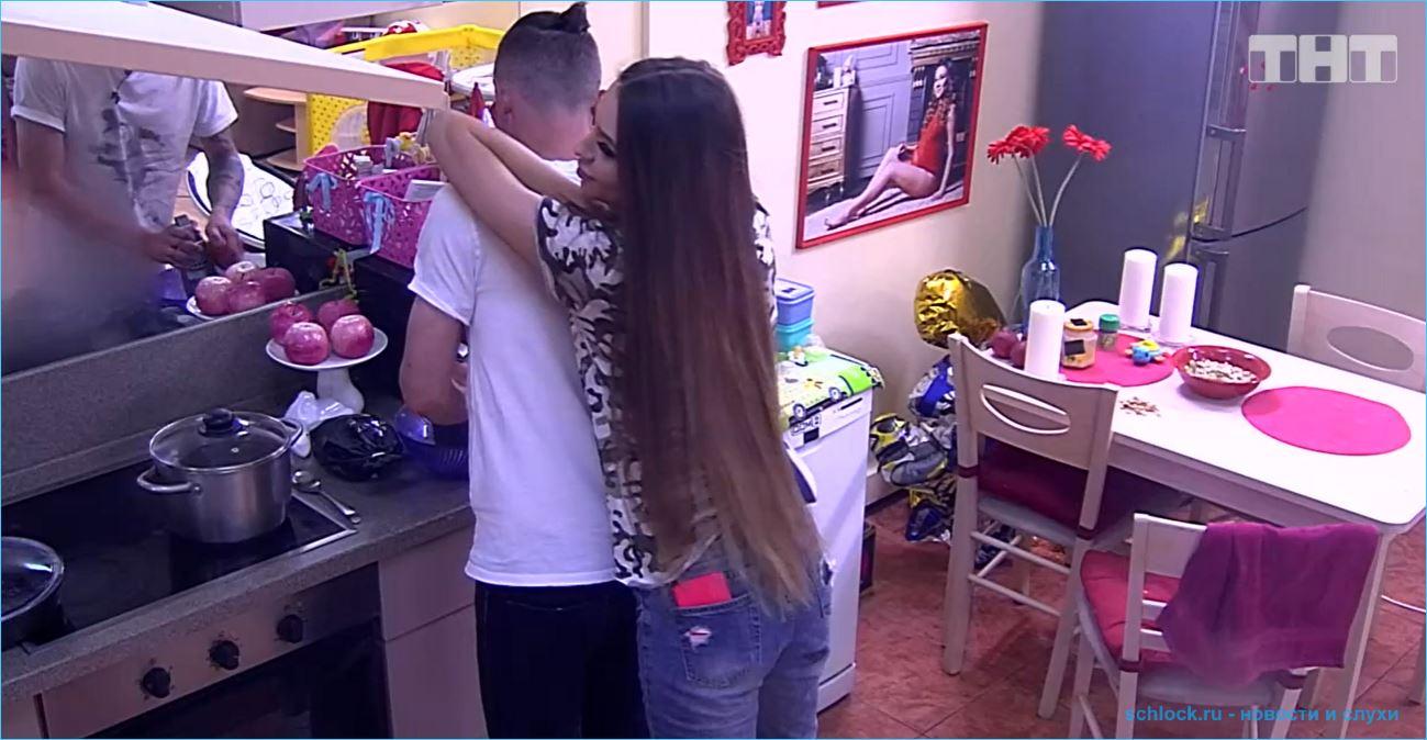Алена Савкина и Роман Макеев сделали татуировки с именами